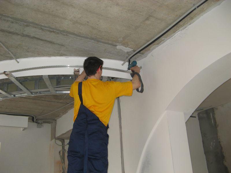 монтаж натяжного потолка при помощи гарпунной системы