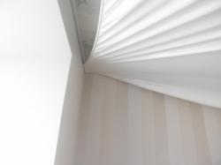 Обычный прямоугольный натяжной потолок белого цвета в Запорожье
