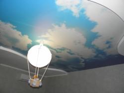 """Натяжной потолок в детской комнате - """"Мишка на воздушном шаре"""""""