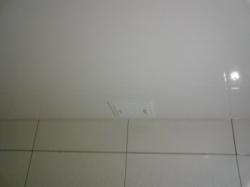установка натяжного потолка в ванной - 10