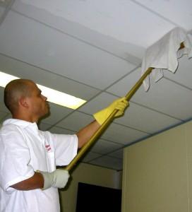 Правила эксплуатации и рекомендации по уходу за натяжными потолками